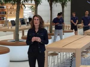 Angela Ahrendts geeft uitleg over de Brusselse Apple Store