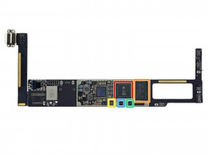 rood: Apple A8 chip, geel: NFC controller, oranje: opslag, blauw: audiokaart, groen: Apple M8 bewegingsprocessor.