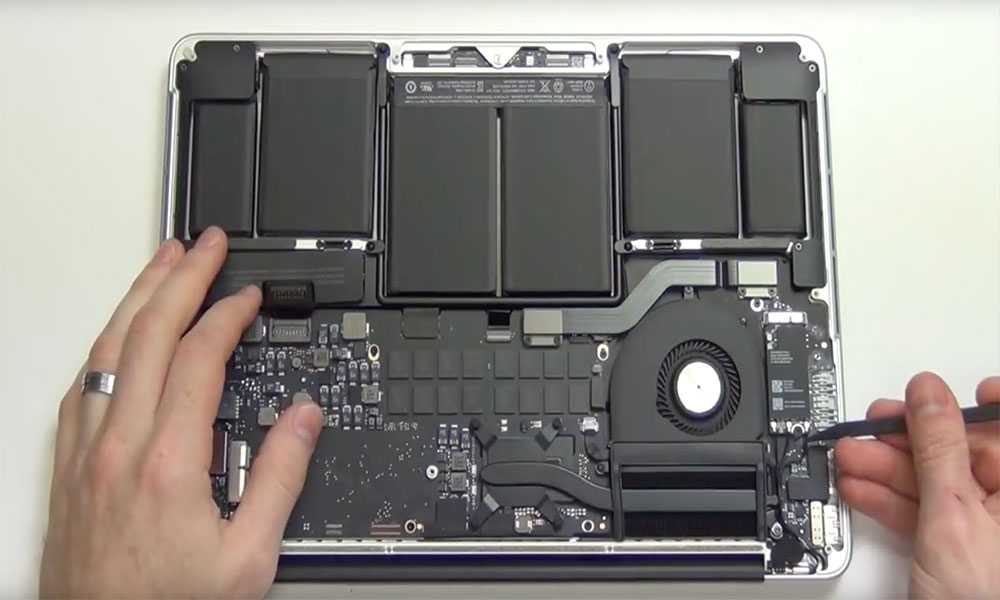 Reparatiestop Retina MacBook Pro 2012 (Foto: YouTube)